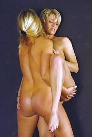 Lesbian standing tribbing