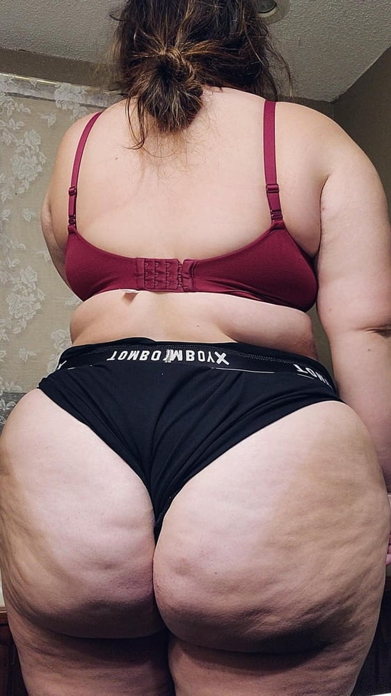 BBW Hips & Ass & Belly Perfection - 28 Pics