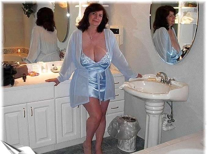 Sexy aunty in bathroom-9115