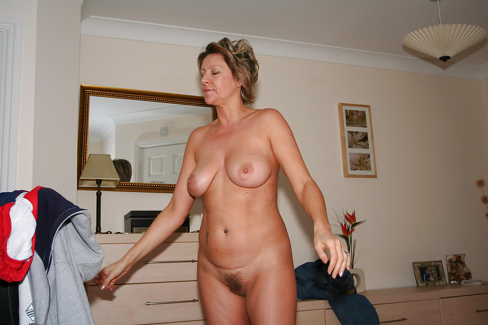 Naked House Wife's