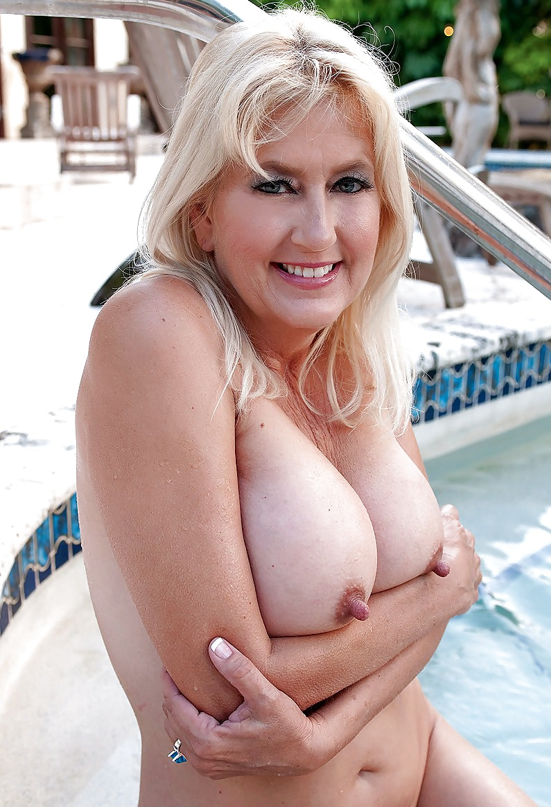 Mature Blonde And Her Outstanding Nipples - 16 Pics -4589