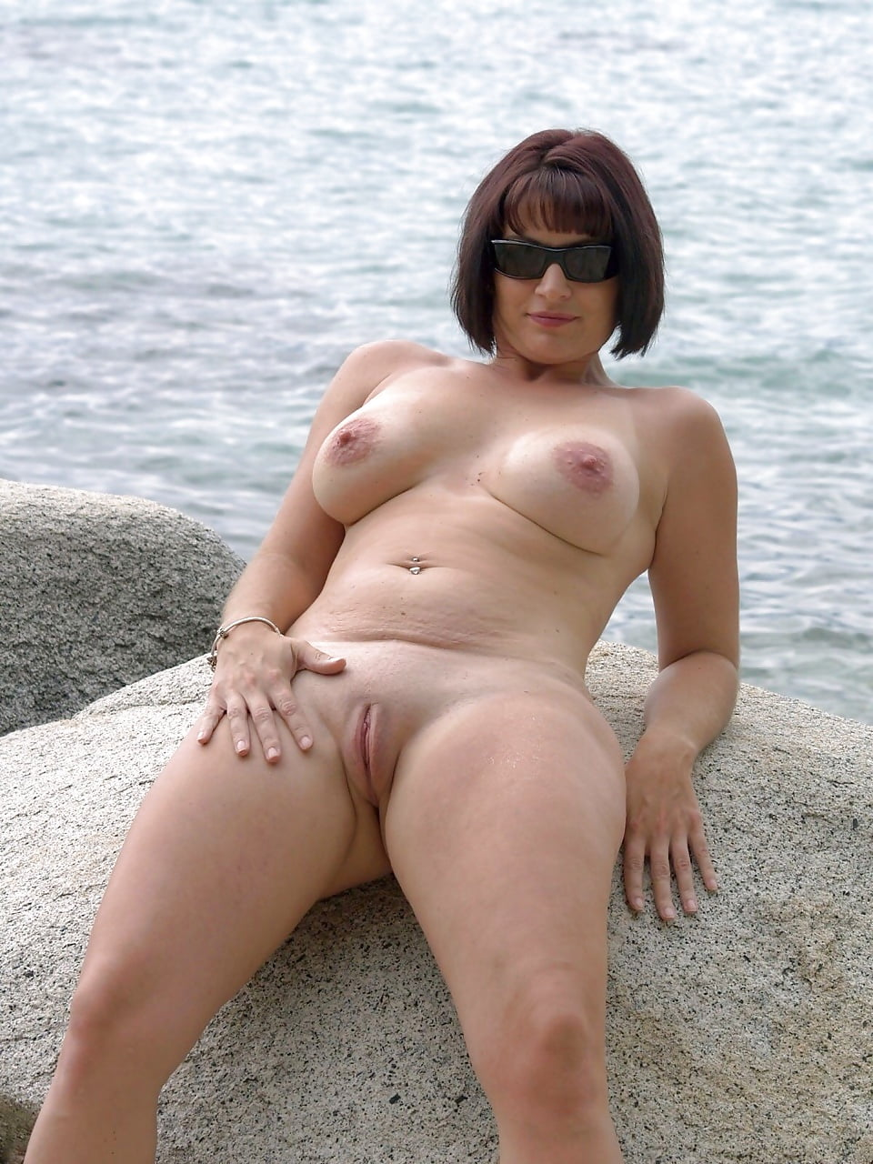 зрелая пизда на пляже