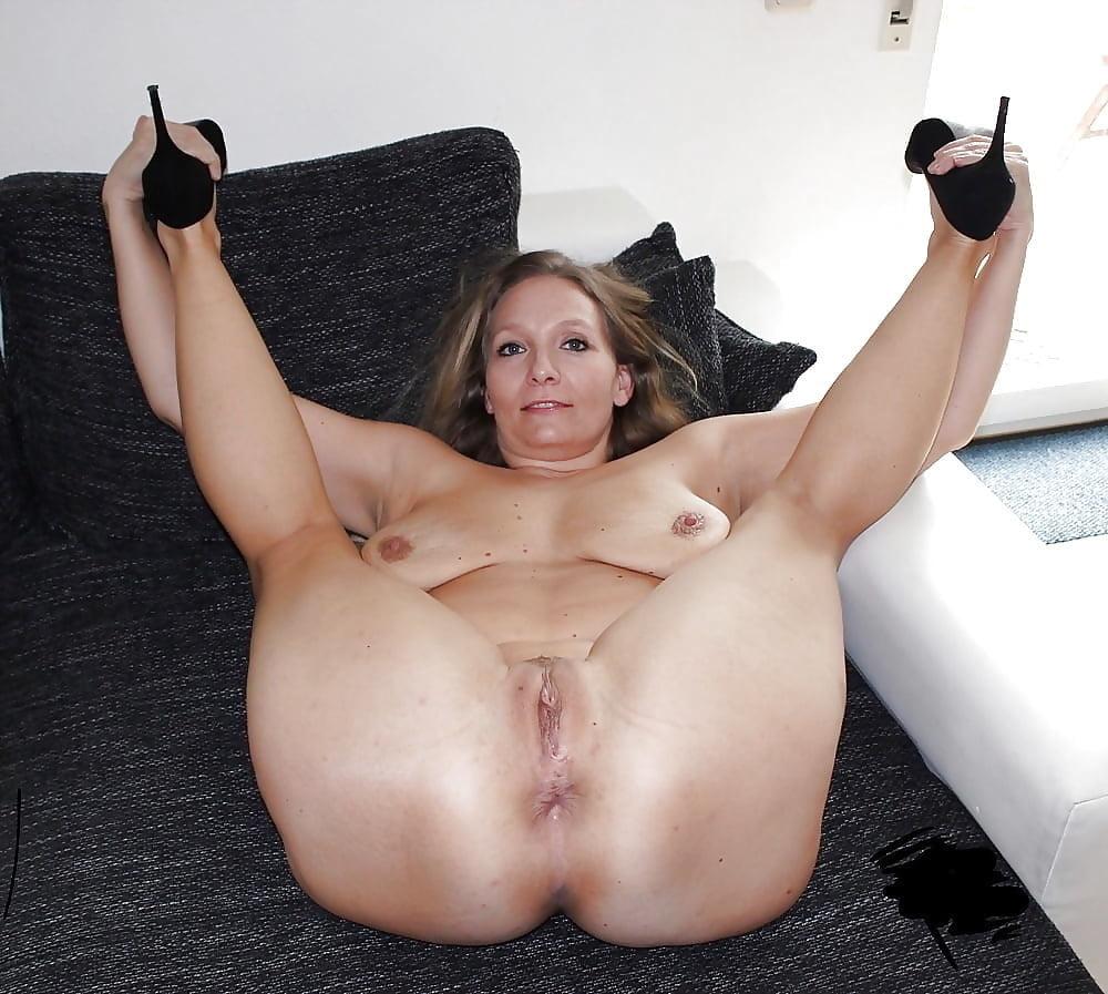 Sexy milfs open legs