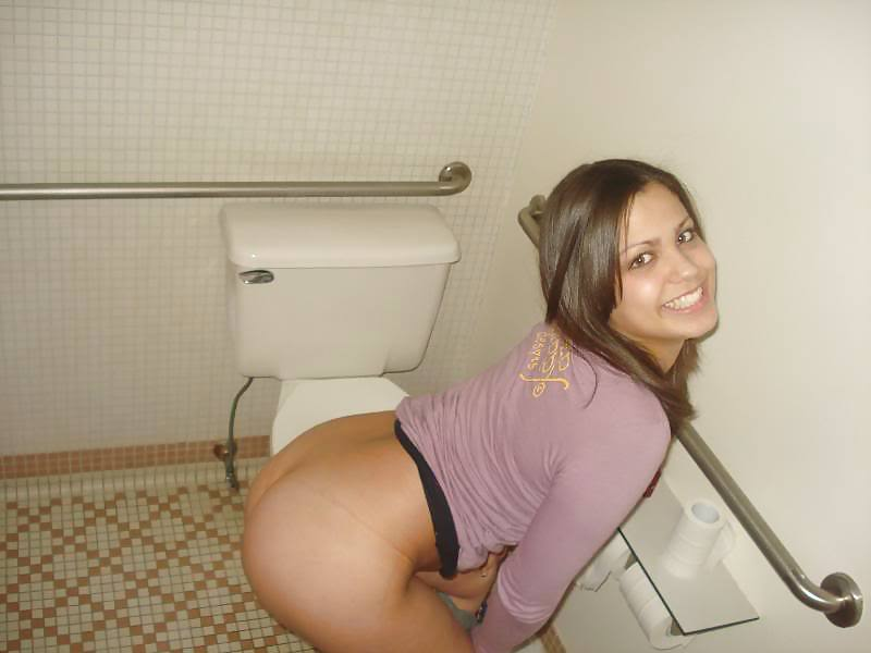 Throat milf women caught peeing in outhouses from super troopers