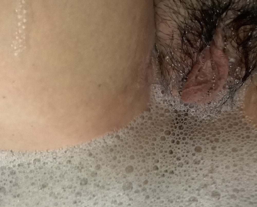 Mature pussy with huge labia needs hairy cunt shaving - 14 Pics