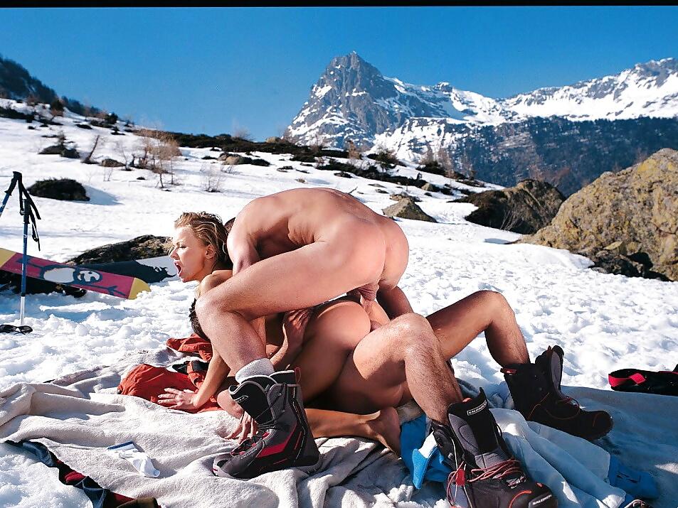 секс трахнул выебал на лыжах такими играми