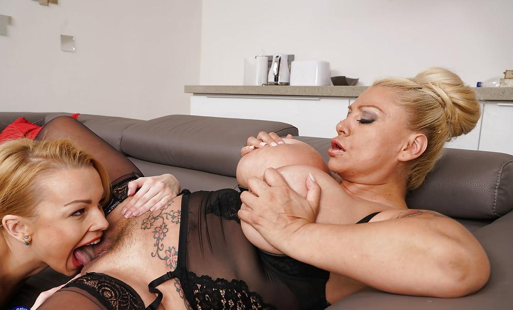 Lesbian seduces unwilling mature porn images