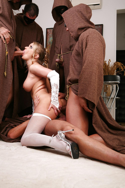 смотреть порно с монахами порно