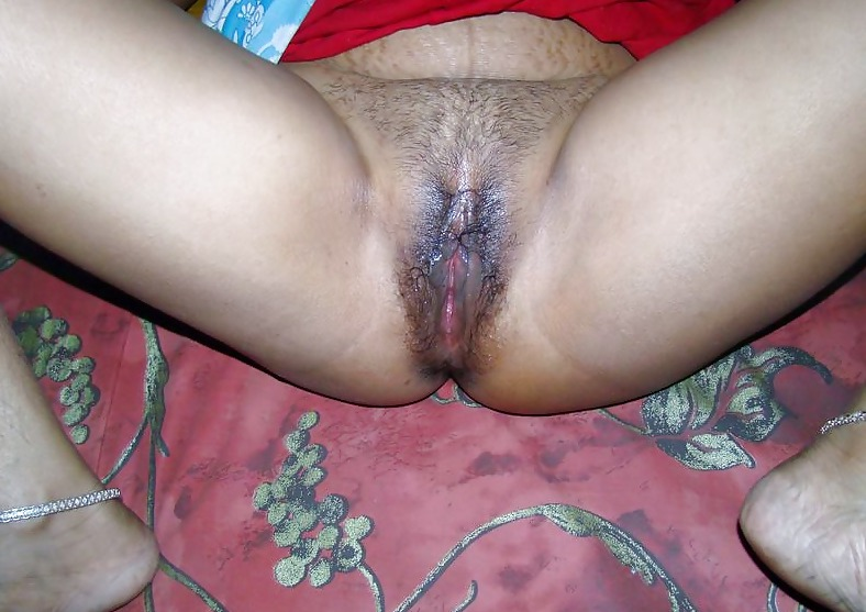 Wet vagina of bangladeshi girl