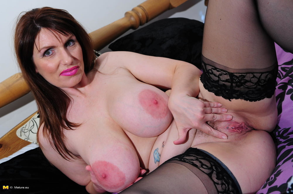 Teasing busty mature woman peaches larue in a kinky sex photo