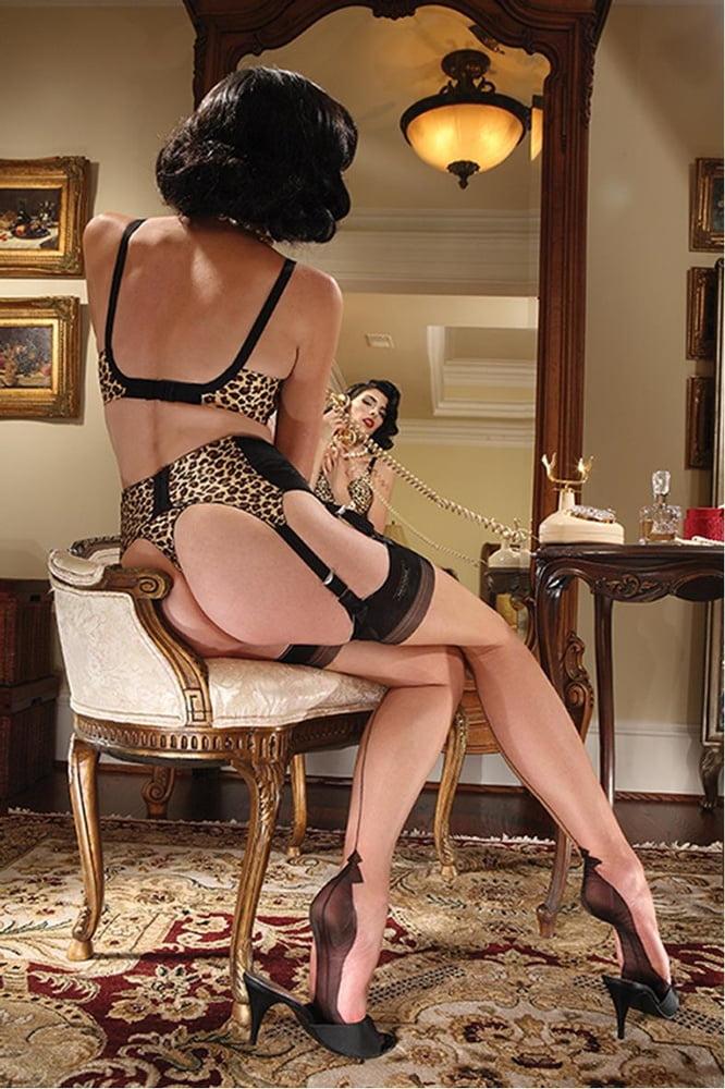 nylon-vintage-lingerie-erotica