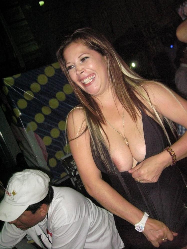 Jessica Simpson Nipple Slip And Upskirt Paparazzi Pictures