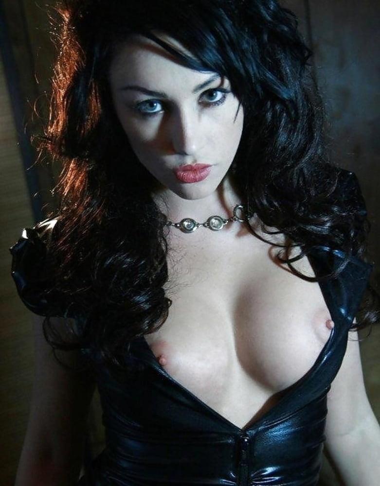 nude-gothic