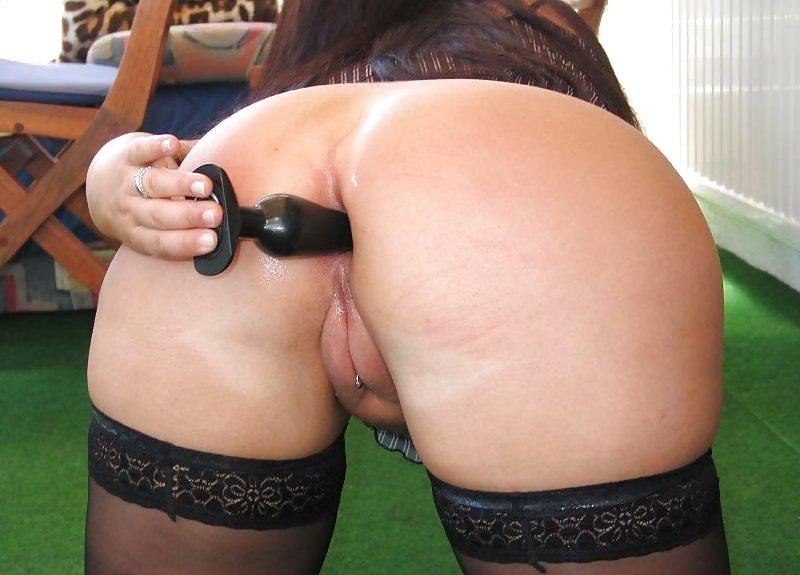 Amateur butt plug public