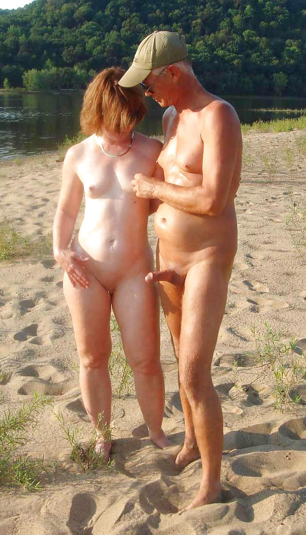 nude-beach-father-daughter