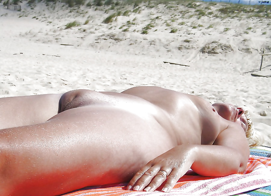 Busty mommy girls vagina naked on the beach women