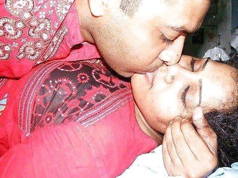 vintage-indian-girl-naked-kissing-her-boyfriend-job