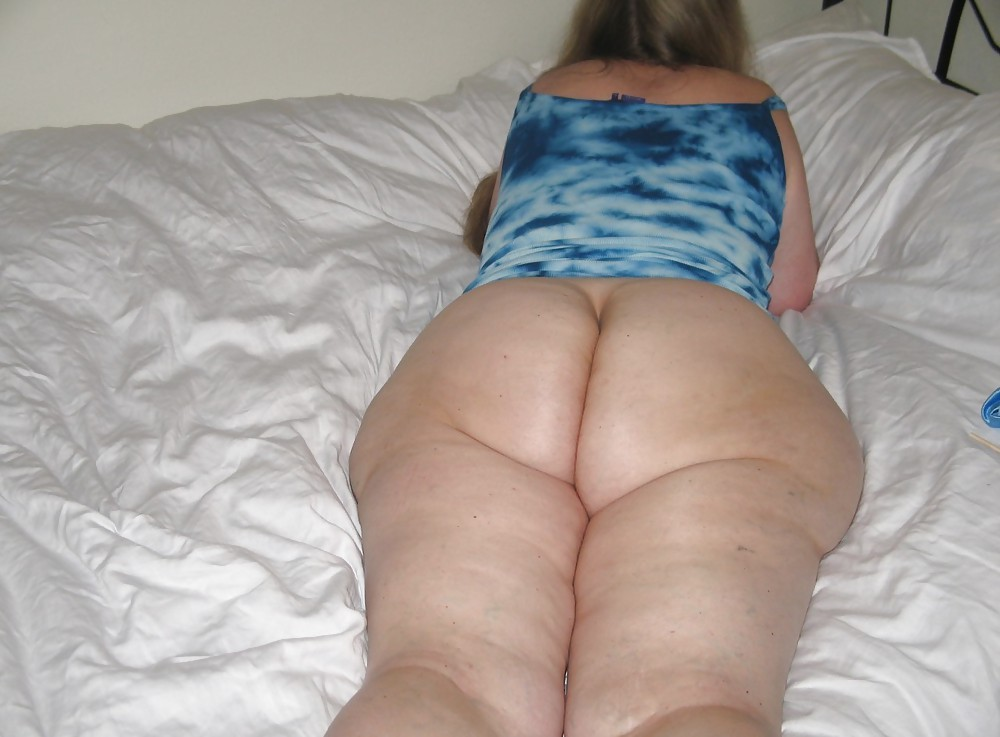 Bbw nude on the bed — photo 12