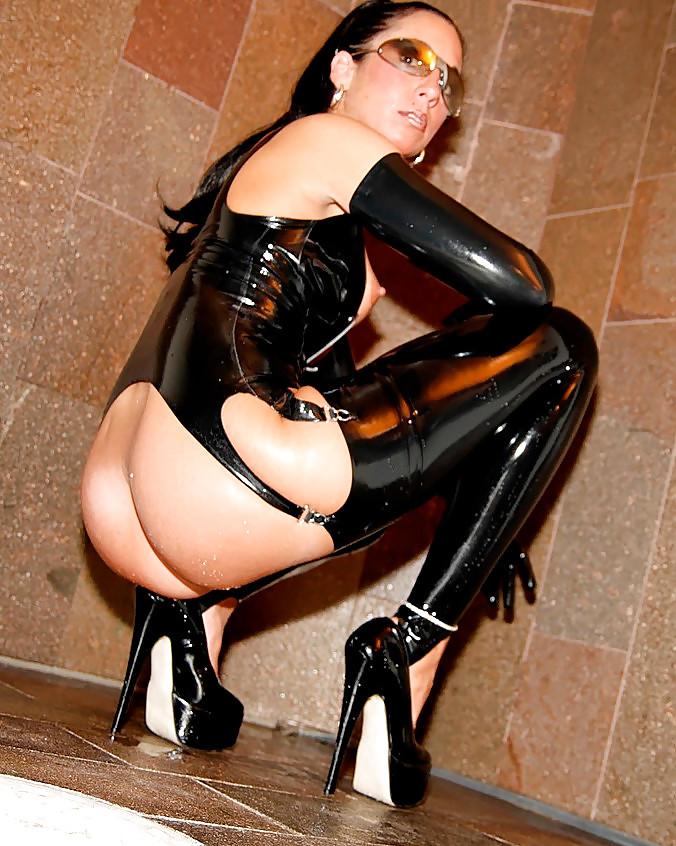 Проститутки госпожи в латексе москва