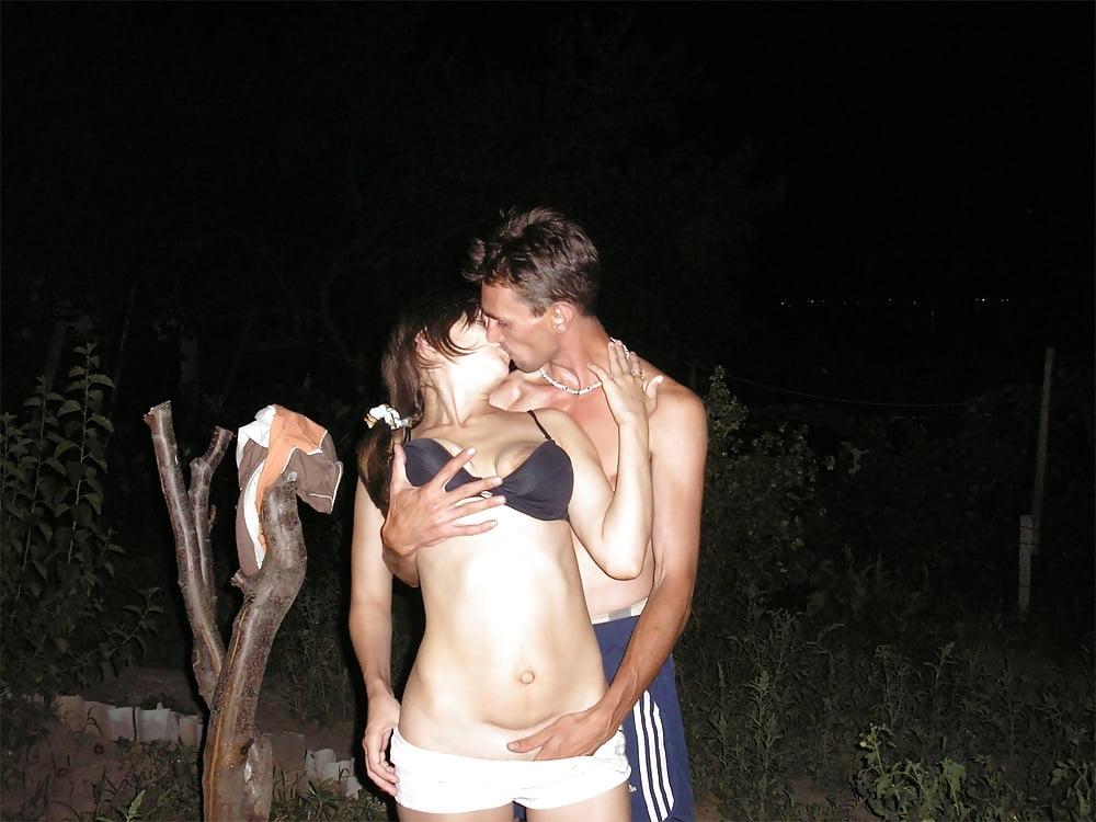 Пьяная молодежь на даче частное видео пару толчков