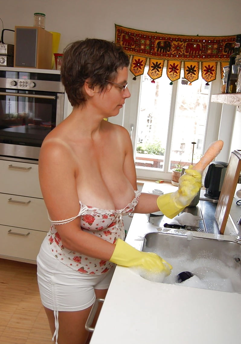 Milf boss facesits sexy housekeeper