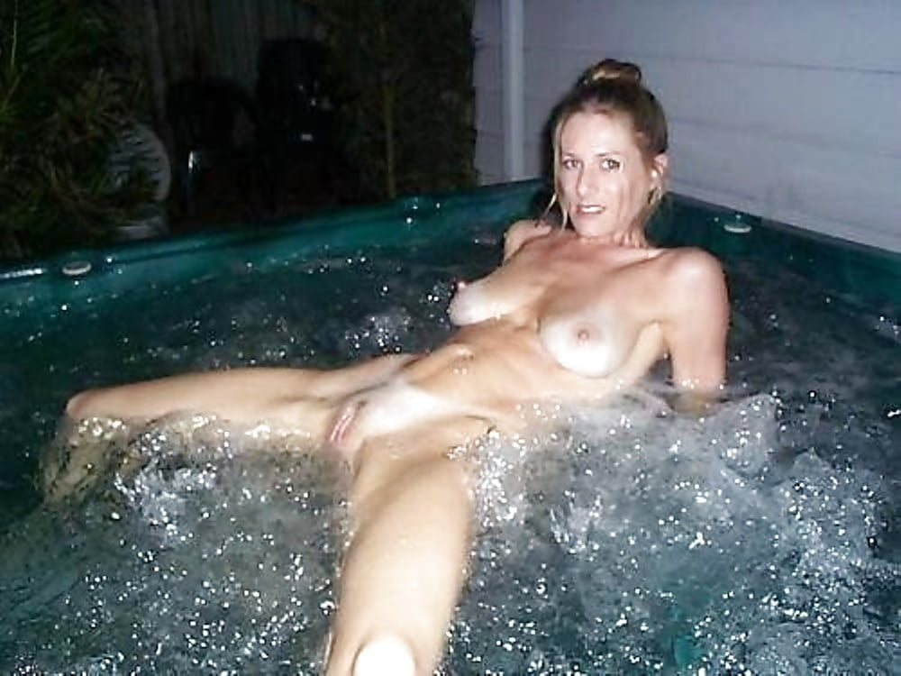 Amateur Mom In Hot Tub