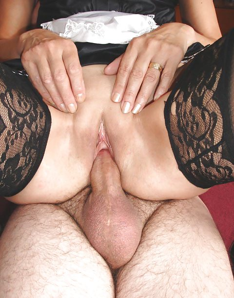 Fisting and bottle in the pussy in a mature mother