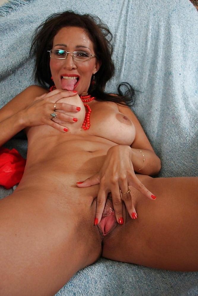 Big mature saggy black tits