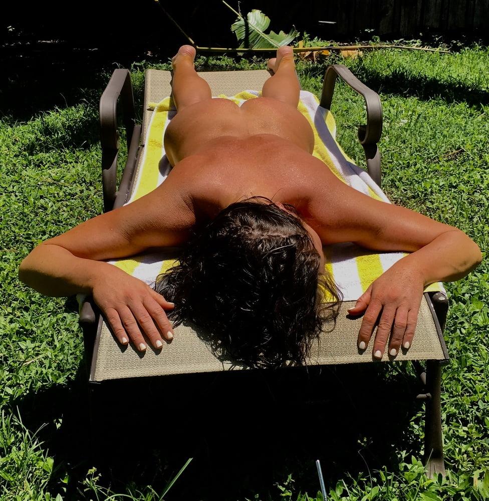 Naked females outside-2071