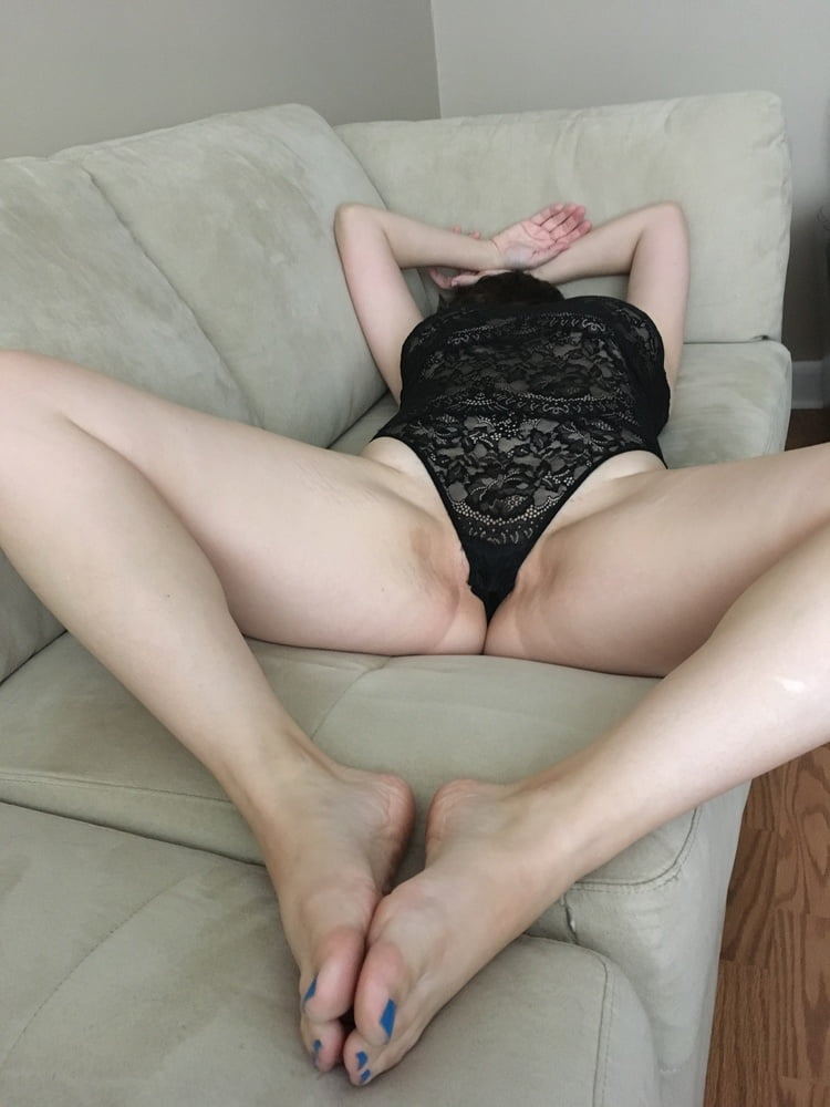 Spreads Pussy