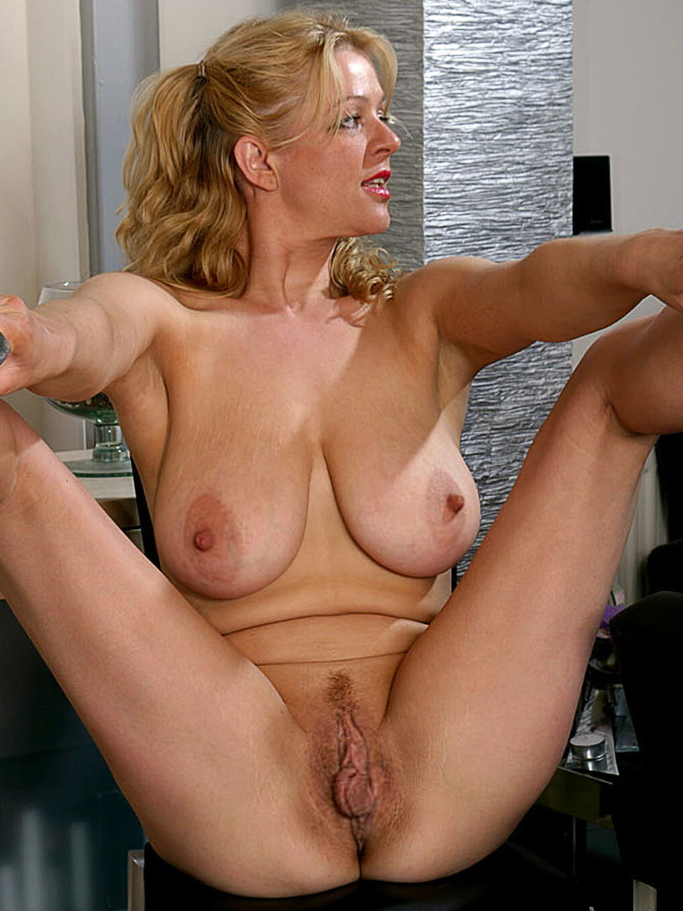 Hot sexy mature bitches — photo 15