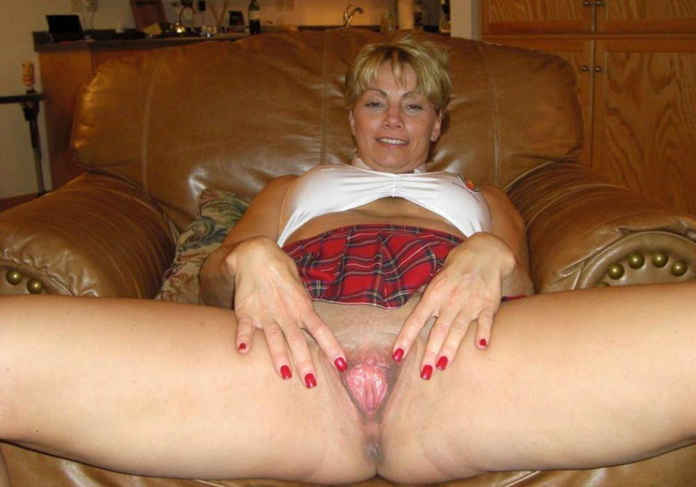 Mature spread wife