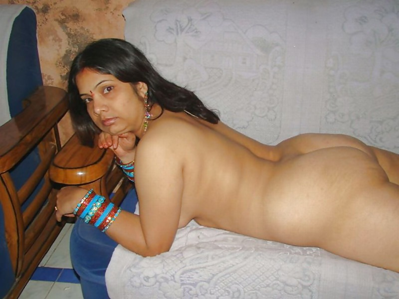 Cute indian wife nude photos gallery