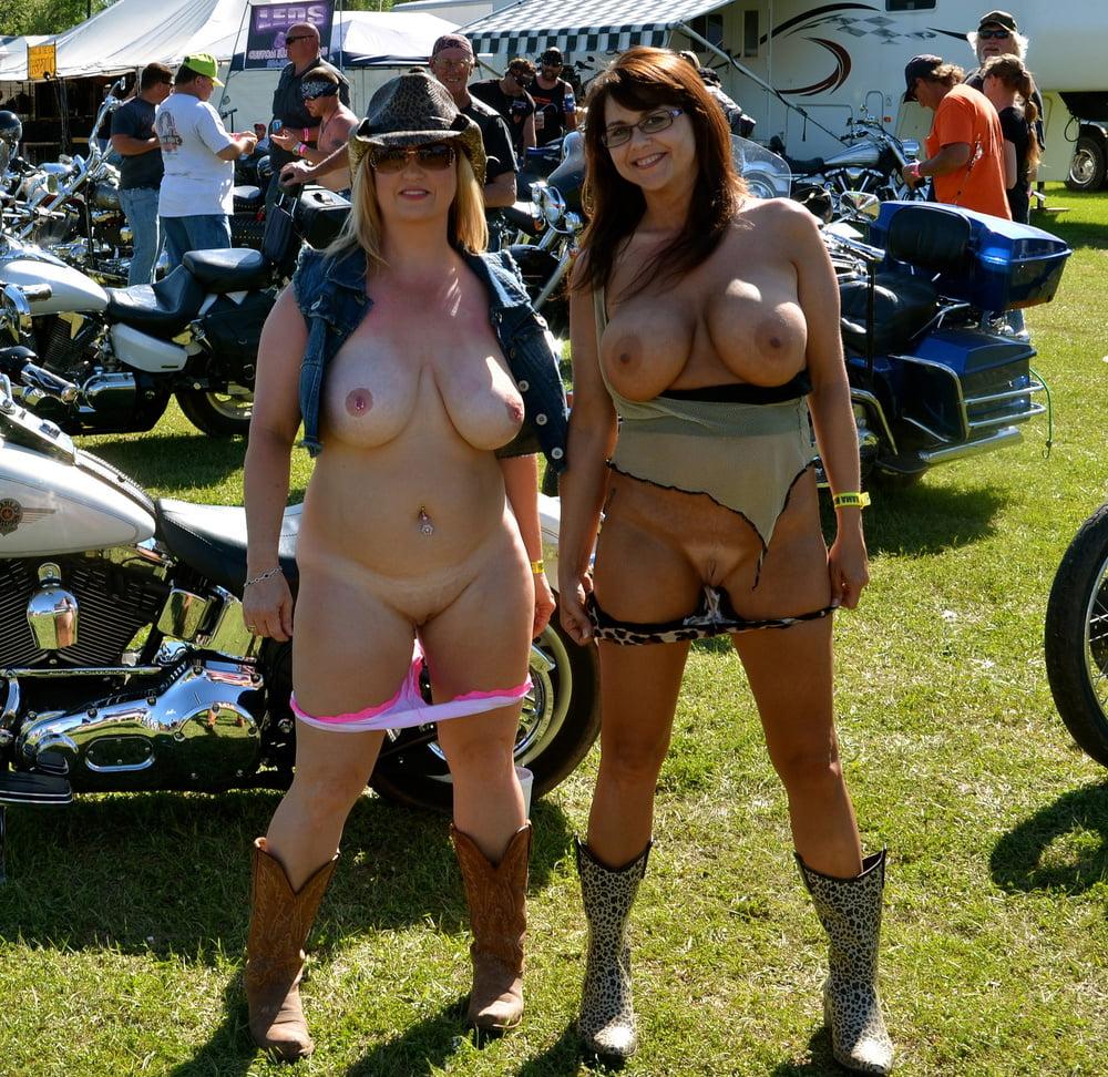 flashing-tits-biker-party