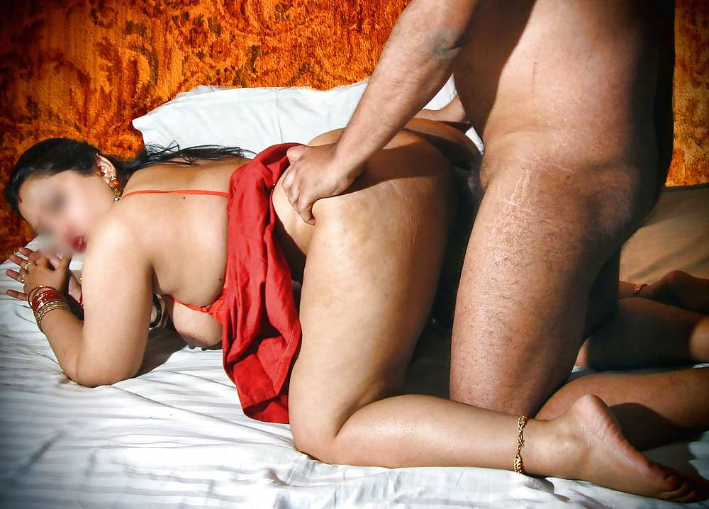 Desi Aunty Fingering Masturbate Photo Call With Secret Friend Pakistani Desi Sex Clips Mms Scandals