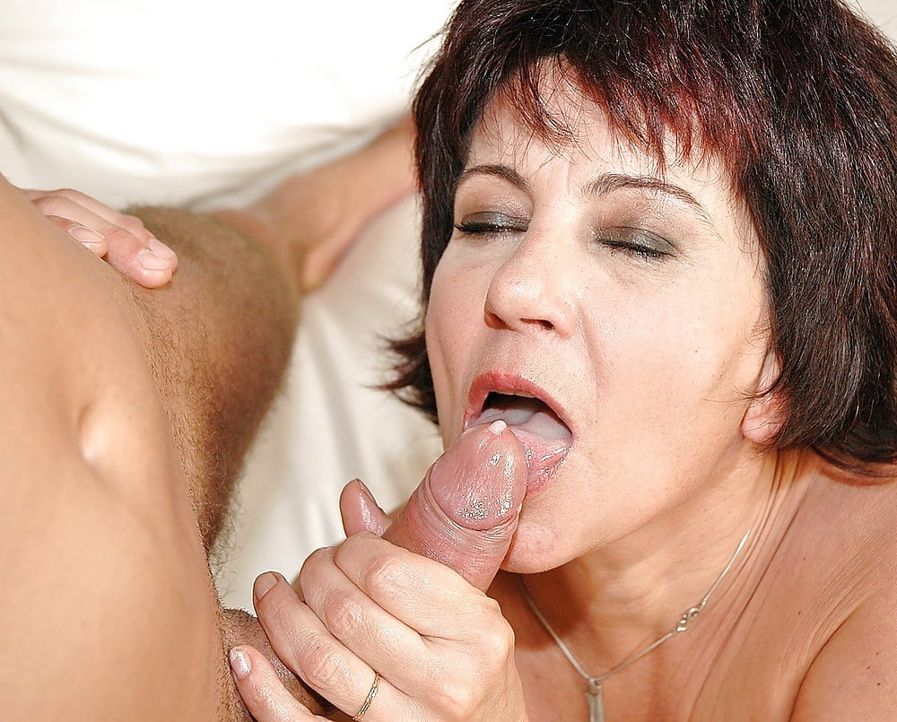Зрелые женщина любит молодой член — pic 15