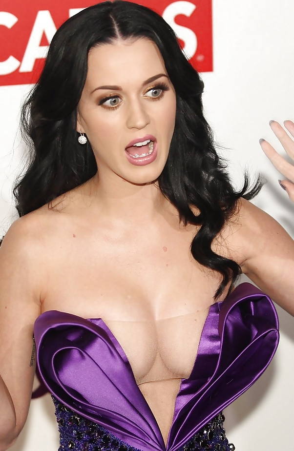 Katy perry gets a mold of her boobs to raise money for breast cancer