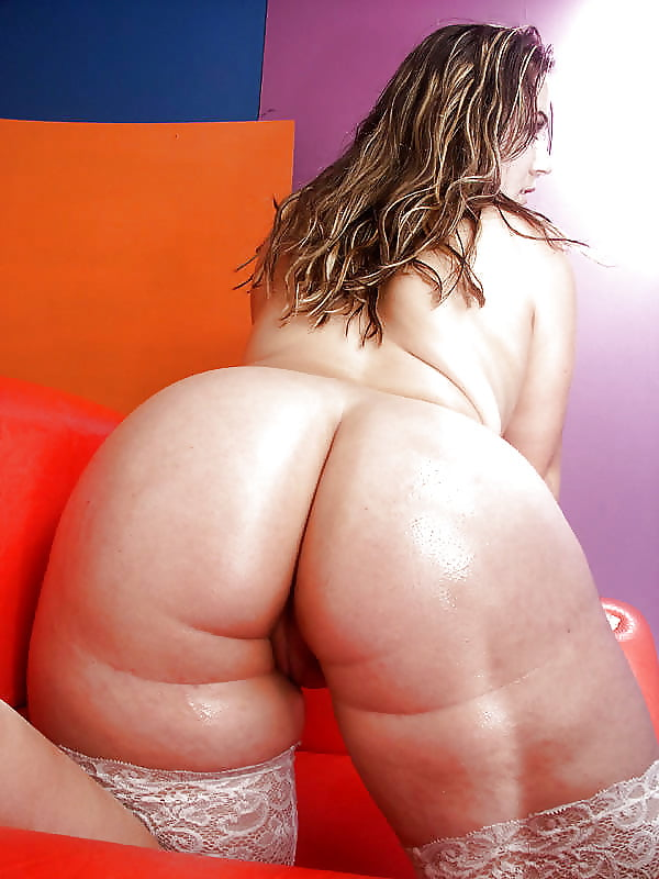 Huge mature big ass nude girls pictures