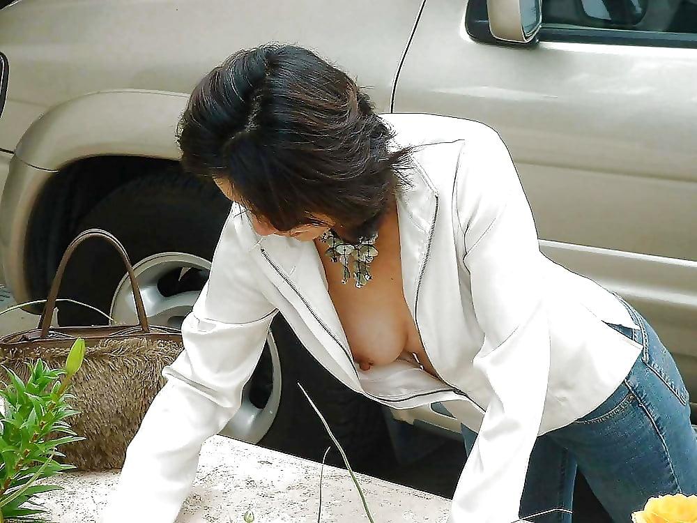 недостаток элементарной сиськи выпали из под блузки видно самое