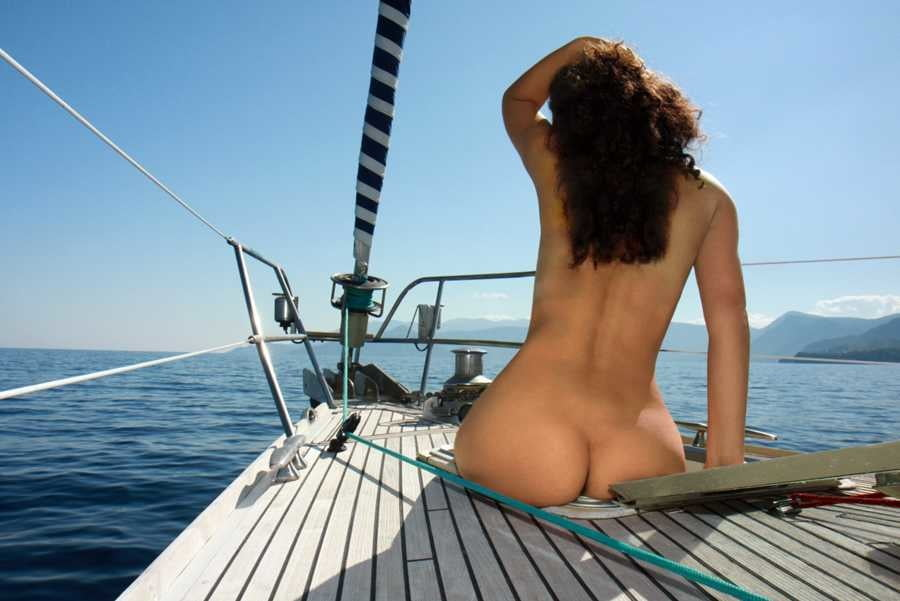 carnival-hot-naked-girl-boat-ass