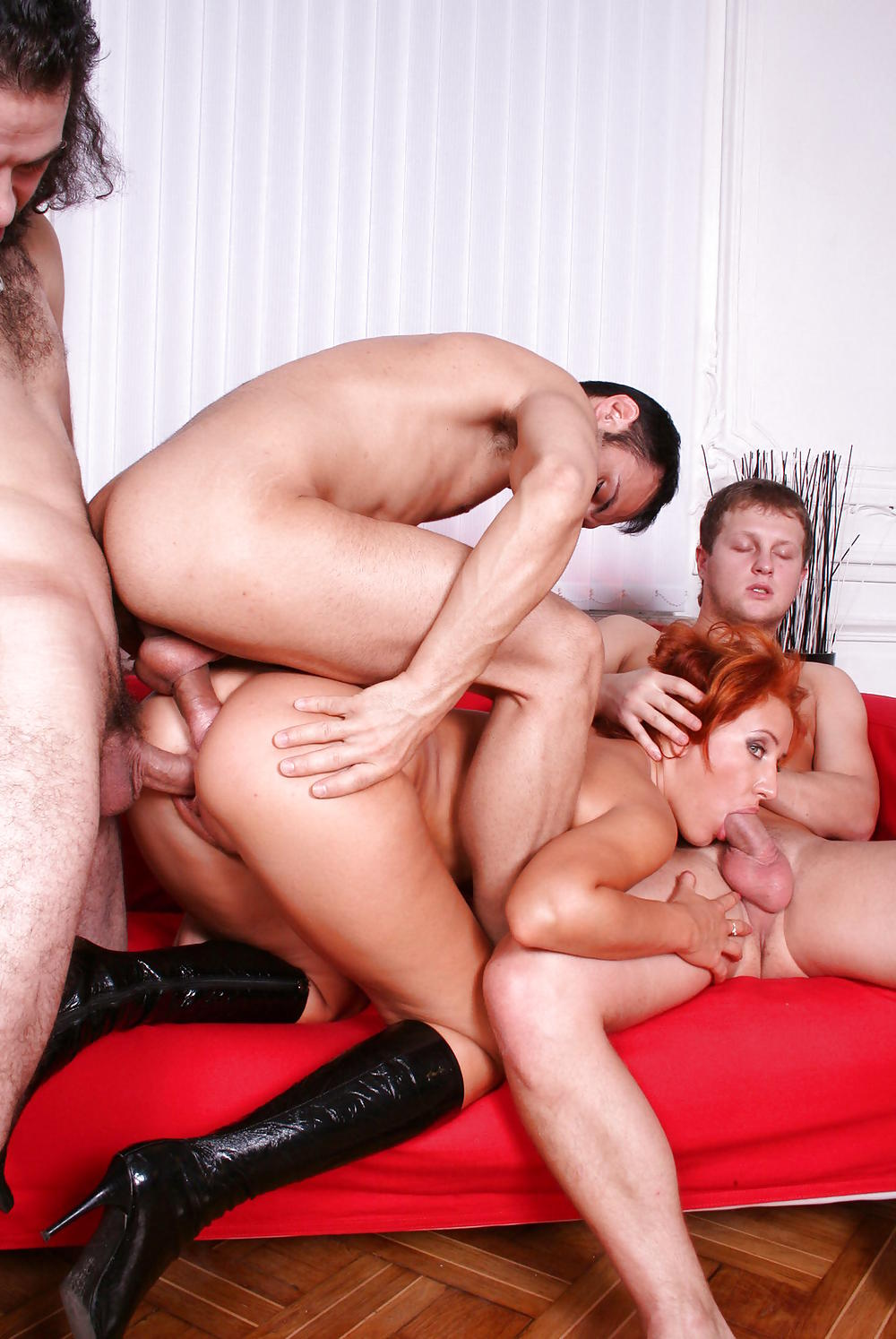 Russian mature in double penetration group sex