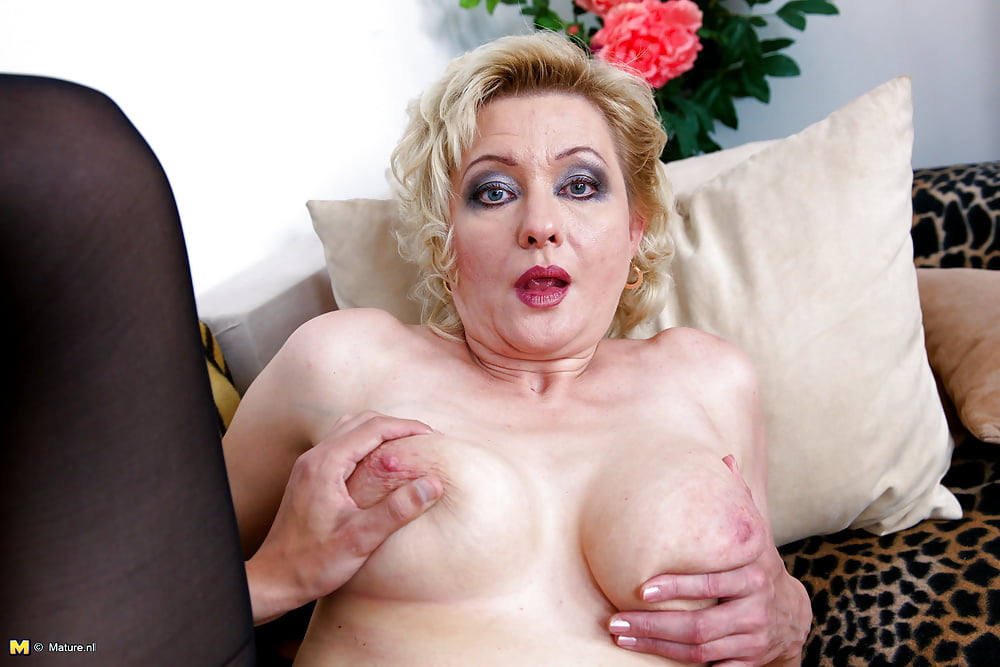 Blonde mature naked picture