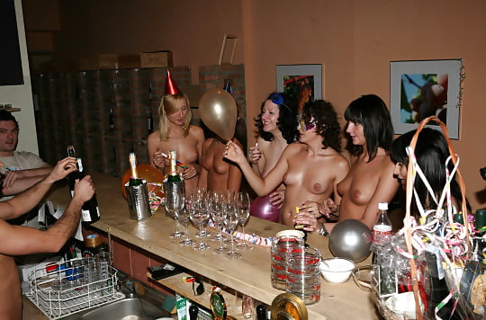 naked-house-party-video-sexynaked-milf-selfies