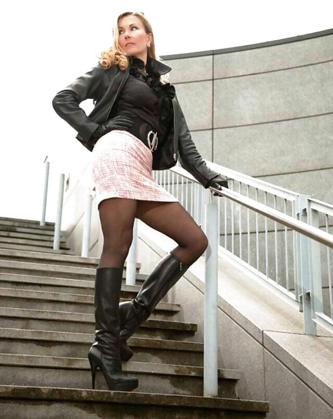 Pantyhose boots skirt mantoman