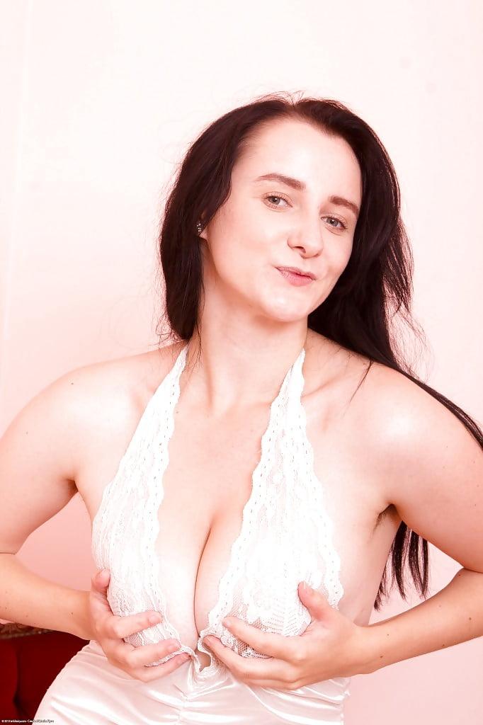 Chubby yanks girl aeryn walker masturbating - 3 2