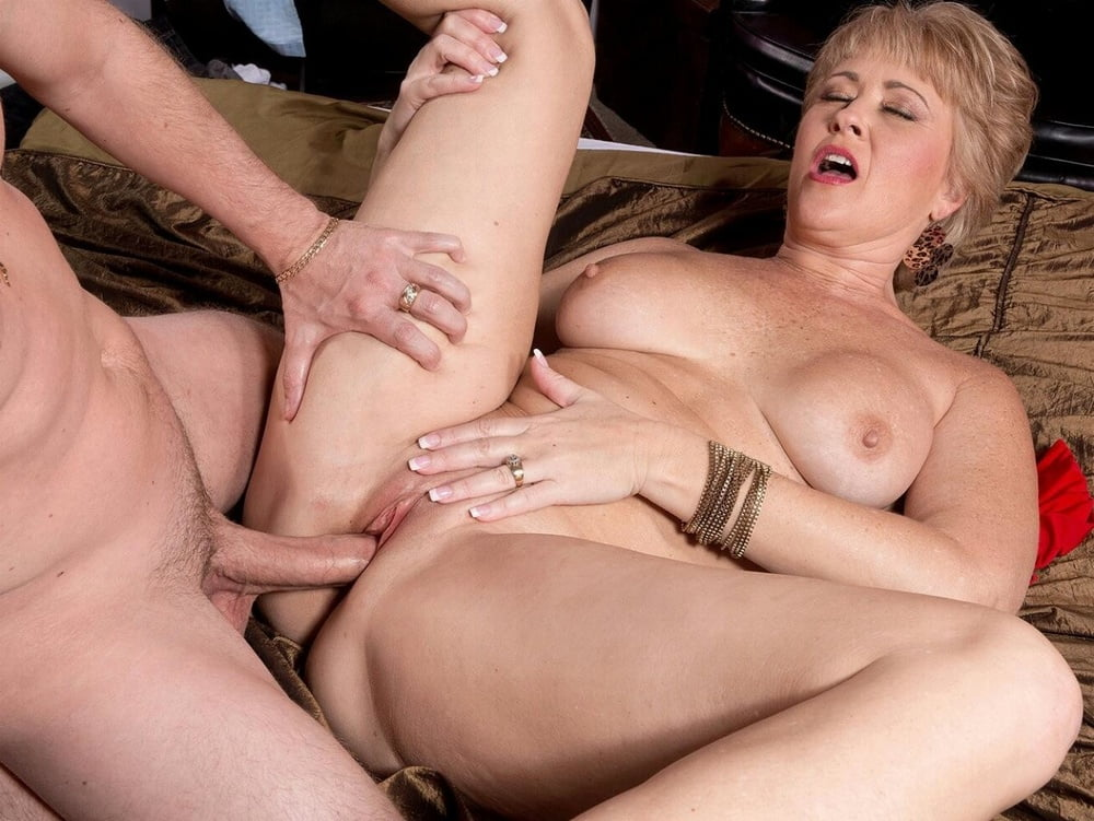Xphoto massage milf