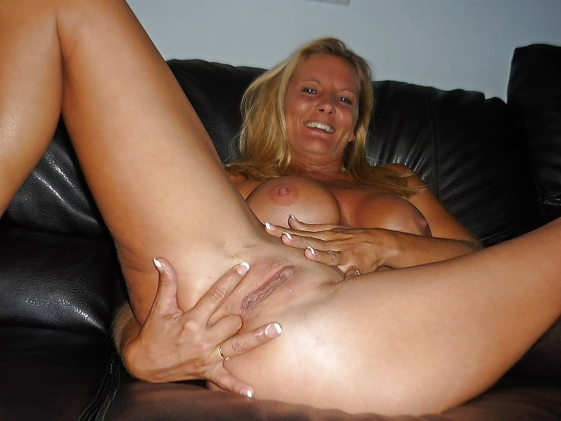sex-wife-fingering-her-pussy