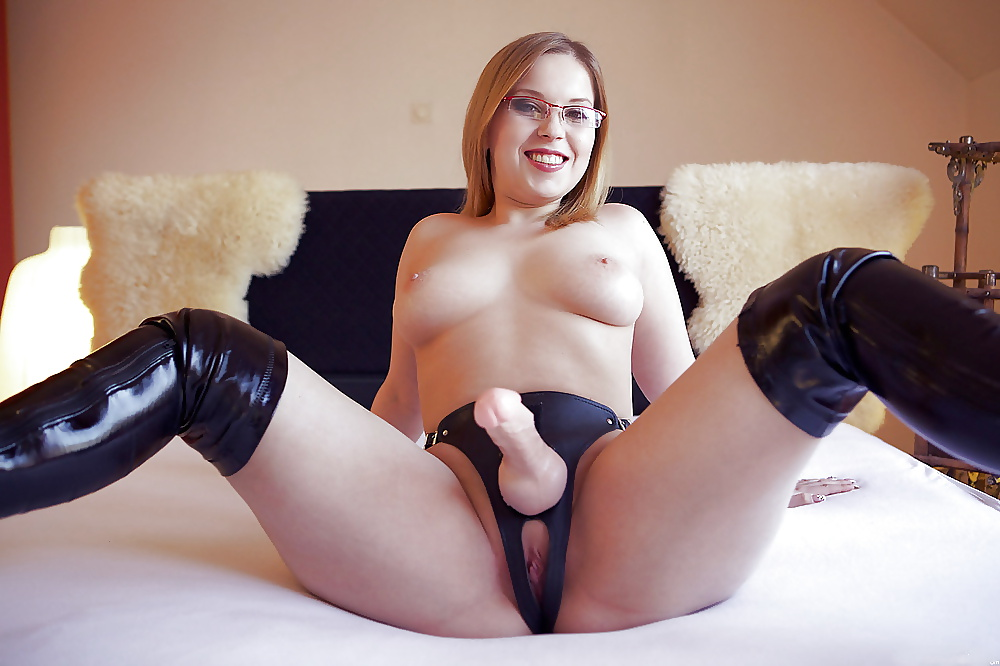 girls-girls-with-strapons-porn-naked