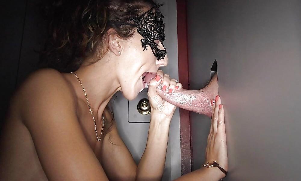 craigslist-tampa-gloryhole-ebony-naked-woman-black-lips-pussy