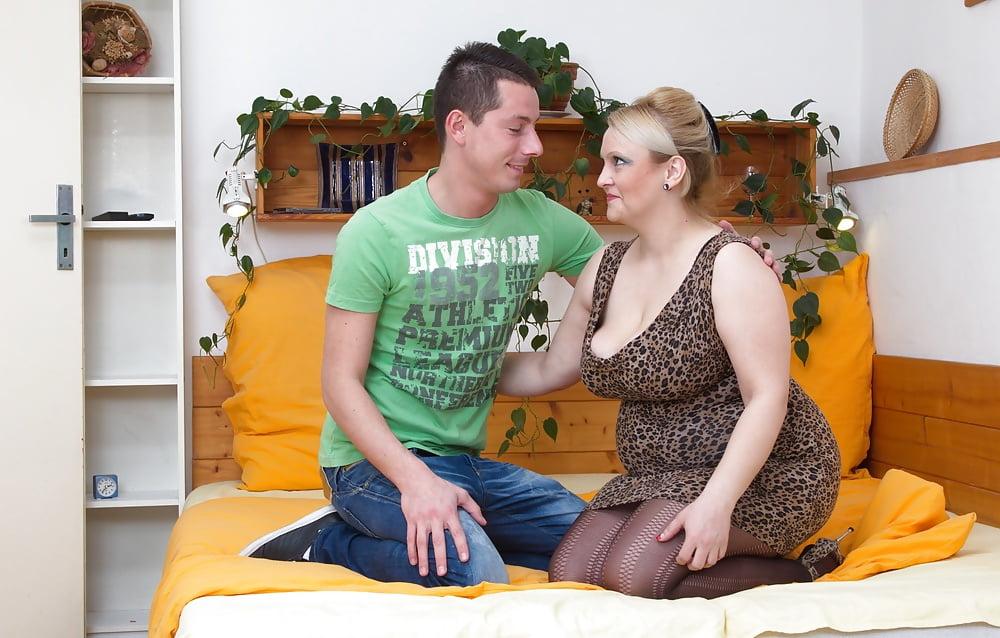 Сын Выебал Свою Сексуальною Молодую Мать Видео
